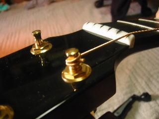 弦の張り替え方(弦の余った部分は切り取る)
