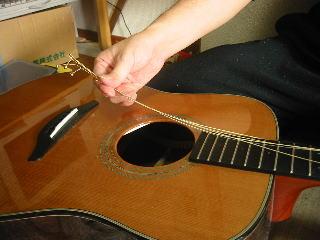 弦の張り替え方(すべての弦を弾きぬく)