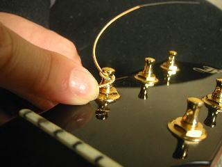弦の張り替え方(一家移転したら下を通す)