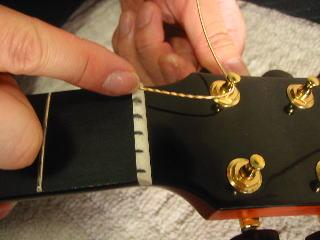 弦の張り替え方(最初の巻く部分は肝心です)